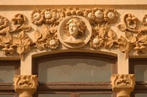 Detall_edifici_de_La_Reconquista_Enric_Nieto_3